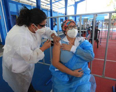 Salud publica listado de personas vacunadas contra covid-19 y estos son los departamentos donde más han inmunizado