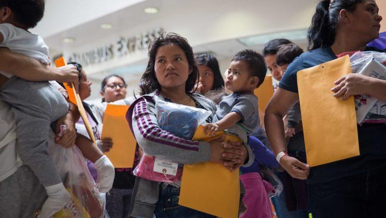 Estados Unidos dice que está trabajando con abogados para el reencuentro de familias separadas en la frontera. (Foto: Hemeroteca PL)