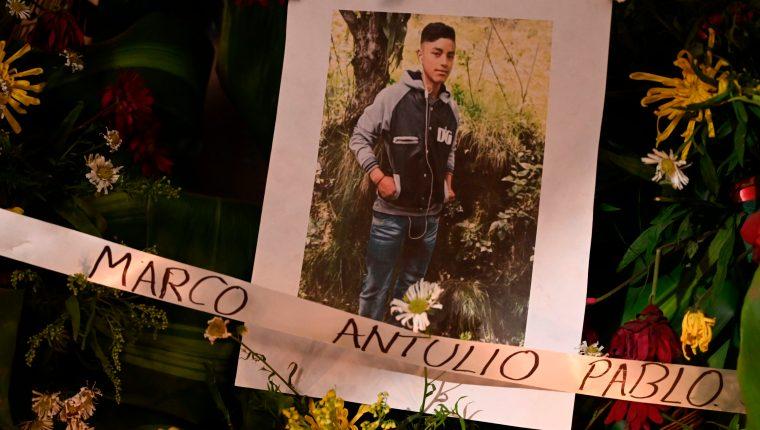 Familiares de los migrantes asesinados pasaron más de un mes sin saber cuándo sus seres queridos serían repatriados. (Foto Prensa Libre: AFP)