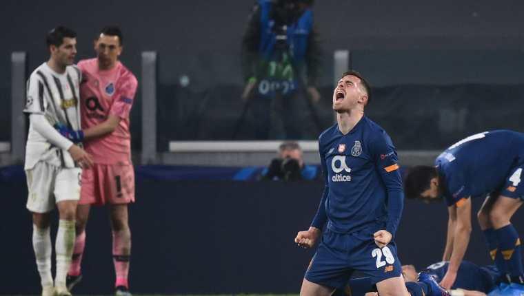 El español Toni Martinez del Porto celebra con todo al final del juego el pase a cuartos. Foto Prensa Libre: AFP.