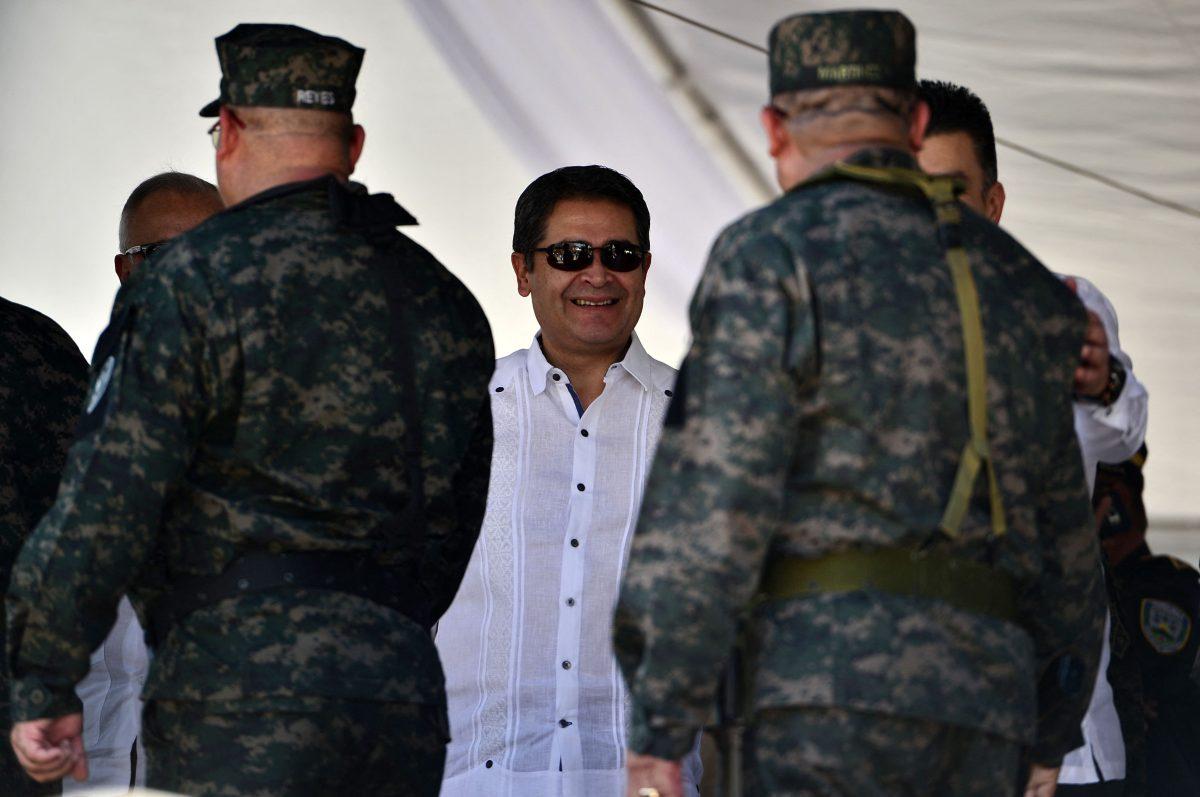 Presidente de Honduras fue socio en laboratorio que fabricó toneladas de cocaína, dice justicia de EE. UU.