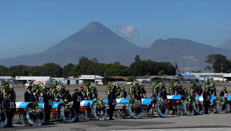 Tamaulipas repatrió este 12 de marzo los cuerpos de 16 migrantes guatemaltecos ultimados por criminales en ese estado mexicano. (Foto: AFP)