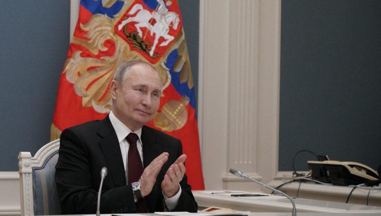 """El presidente ruso Vladimir Putin se refirió a las palabras de Joe Biden, quien dijo ayer en una entrevista que concordaba en considerarlo """"asesino"""". (Foto Prensa Libre: AFP)"""