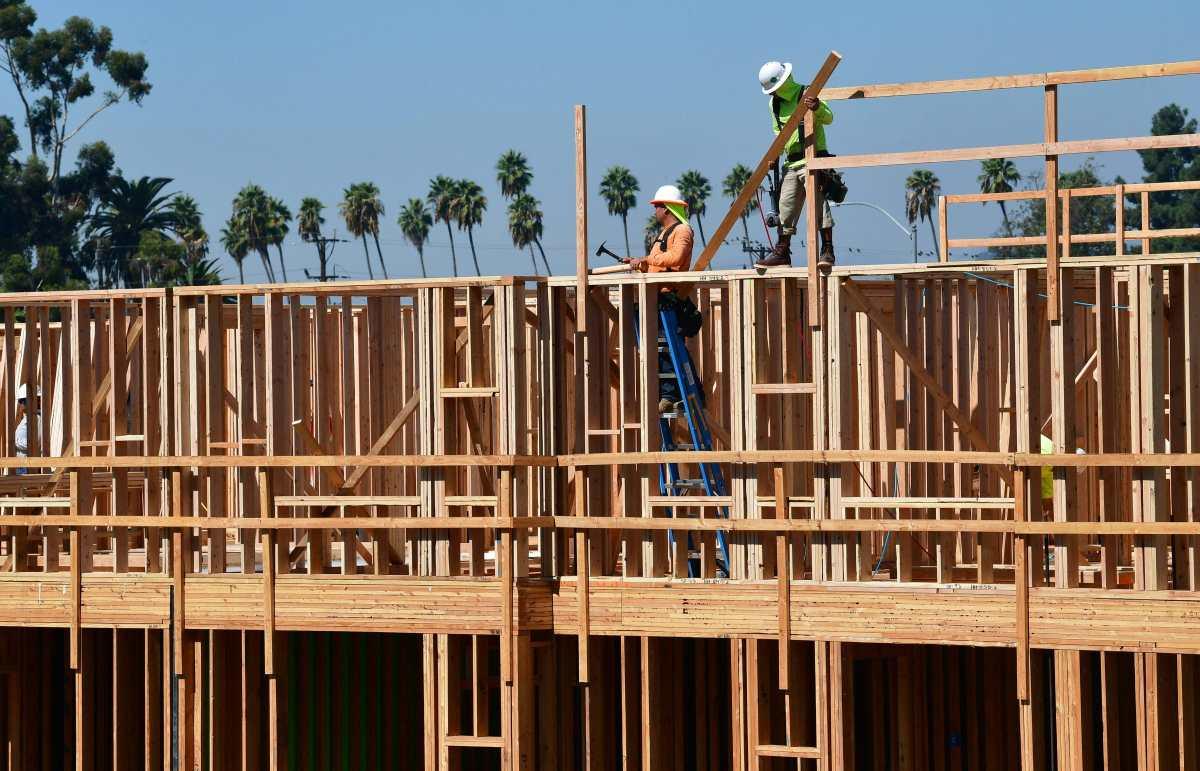 La desaceleración laboral que podría afectar el monto enviado en remesas durante el segundo semestre de 2021
