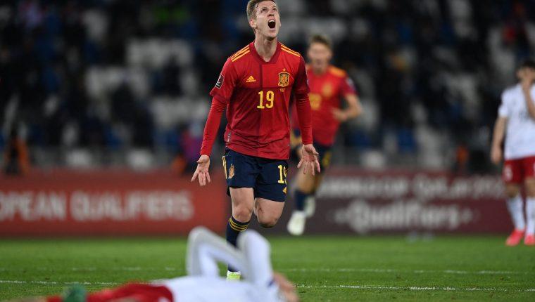 Daniel Olmo celebra el segundo gol de España en el partido contra Georgia en el clasificación al Mundial a Qatar 2022. (Foto Prensa Libre: AFP).
