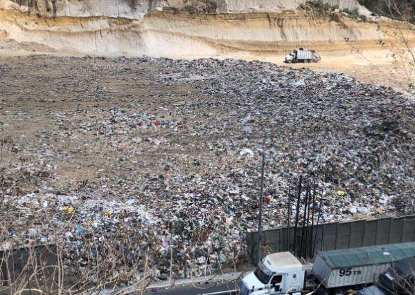 Recolectores señalan que basura empieza a acumularse en plataformas de vertedero de Amsa sin tratamiento