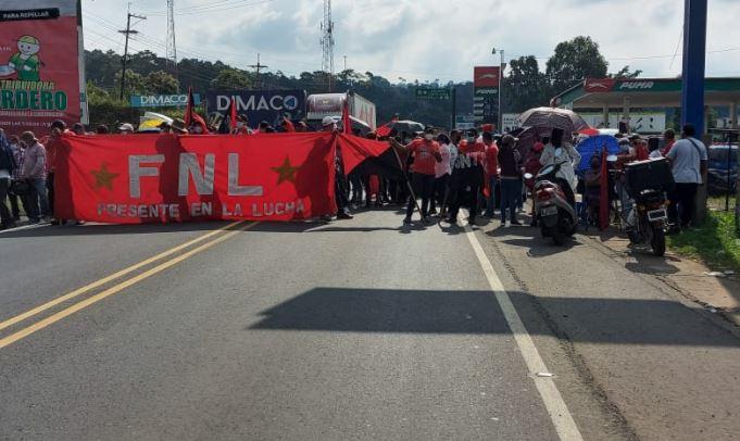 Salubristas quitan bloqueos que impedían la locomoción en distintas rutas del país