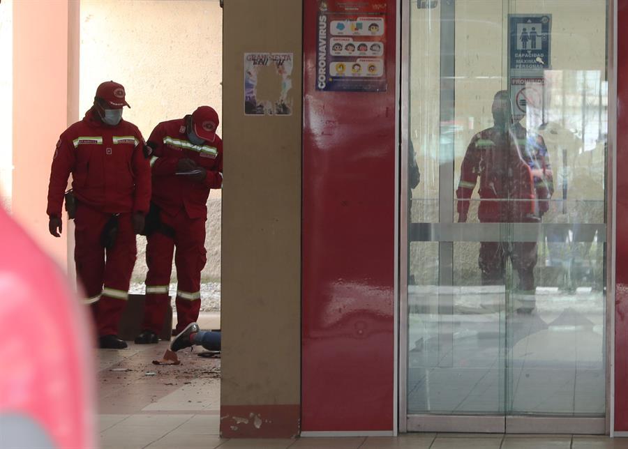 Tragedia en Bolivia: capturan a estudiantes luego de la mortal caída de varias personas desde un cuarto piso
