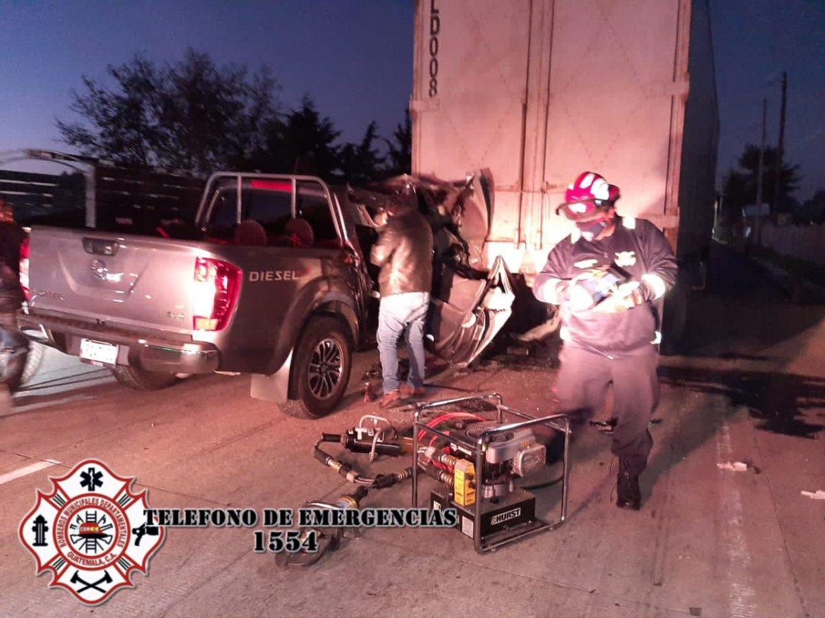 Personal de la Feci sufre accidente de tránsito en Tecpán Guatemala