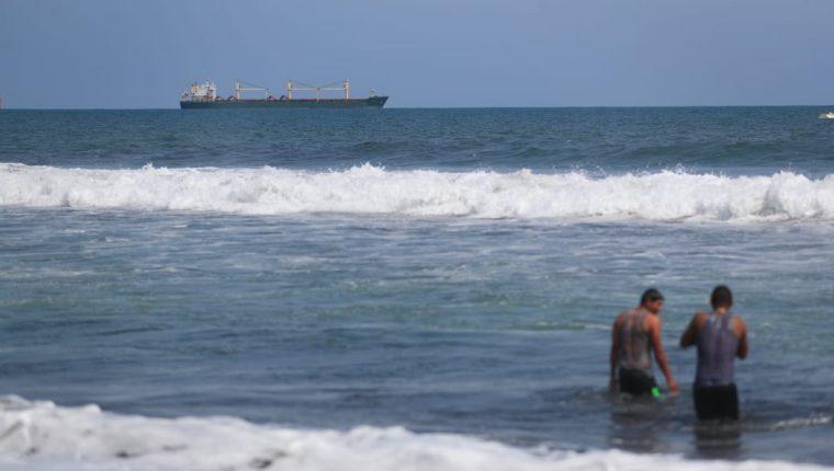 La demanda de efectivo incrementa durante Semana Santa por el desplazamiento de personas a varios sitios turísticos. (Foto Prensa Libre: Hemeroteca)