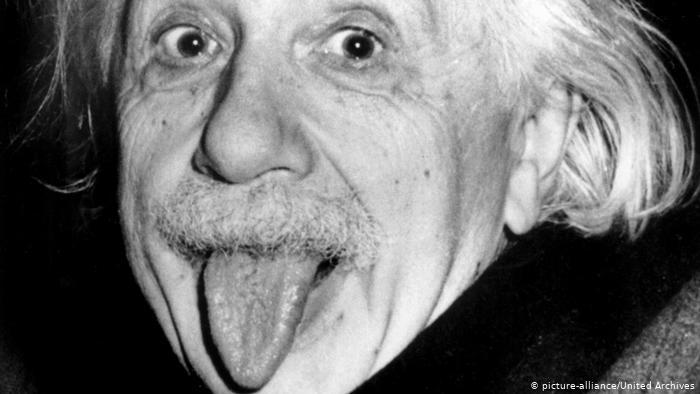 Han pasado 70 años desde que el genio les sacó la lengua a molestos reporteros. La foto lo convirtió en un ícono. (picture-alliance/United Archives)