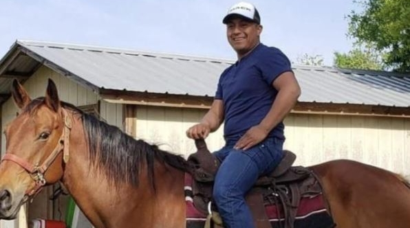 Elcías Hernández Ortiz, tiene 30 años y es mecánico de automóviles en Atlanta, Estados Unidos. (Foto Prensa Libre: Univisión)