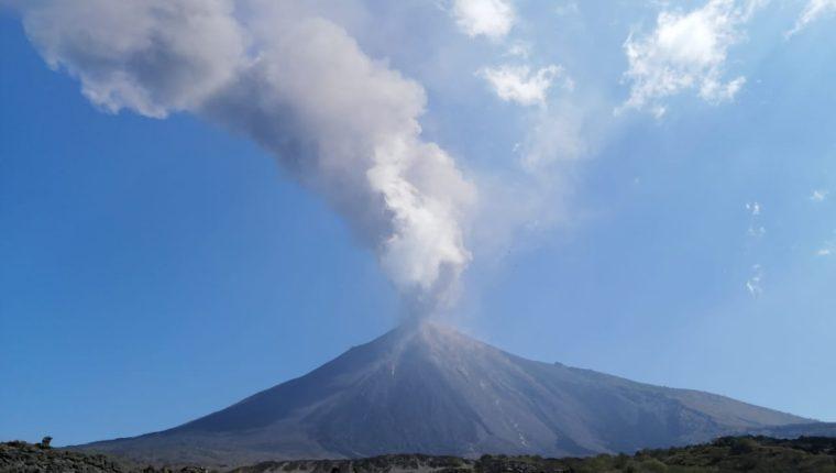 El volcán de Pacaya inició con explosiones y retumbos el viernes cinco de marzo. Suma 48 horas de actividad alta. (Foto Prensa Libre: Conred)