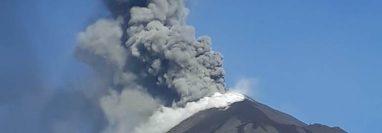 Fumarola del volcán de Pacaya captada el 21 de marzo. (Foto: Conred)