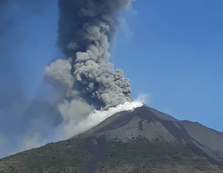 Volcán Pacaya continúa en erupción catalogada como alta y Conred lanza alerta a las autoridades para evacuaciones preventivas