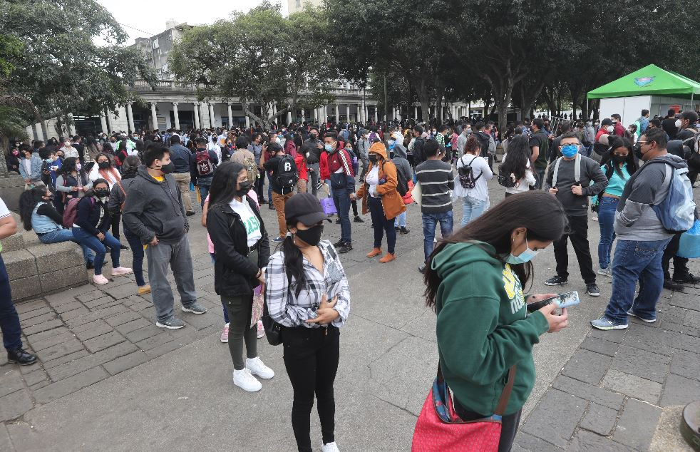 1 año de coronavirus: El mercado laboral quedó fracturado y perdió más de 40 mil plazas