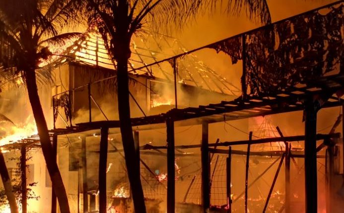 Incendio en playas de Monterrico, Santa Rosa. (Foto Prensa Libre: Tomada de la página Digital.GT)