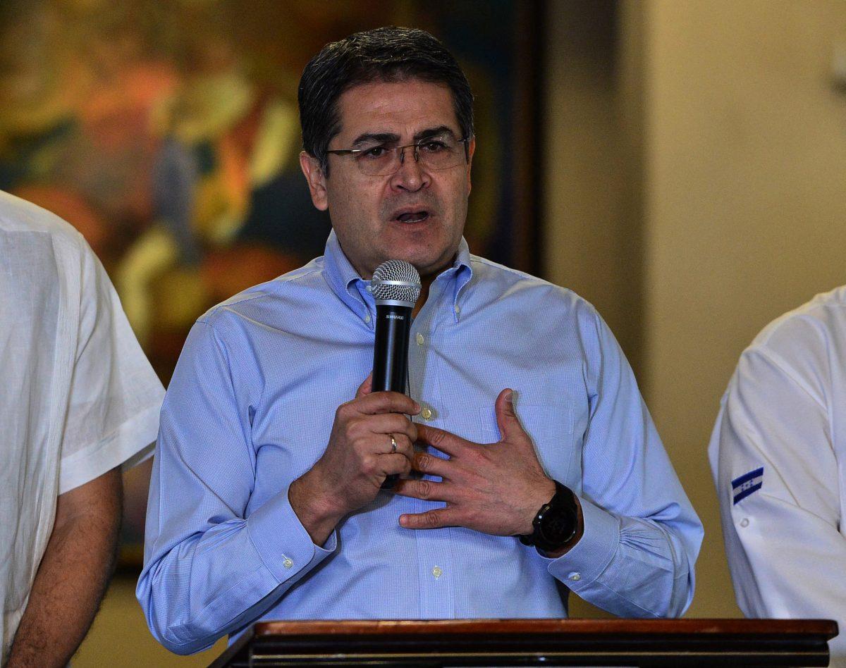 Testigo en EE. UU. dice que entregó dinero de la droga al presidente de Honduras