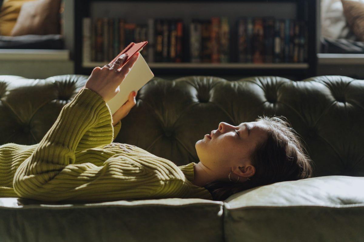 Libros y podcasts que todas las mujeres deberían leer y escuchar