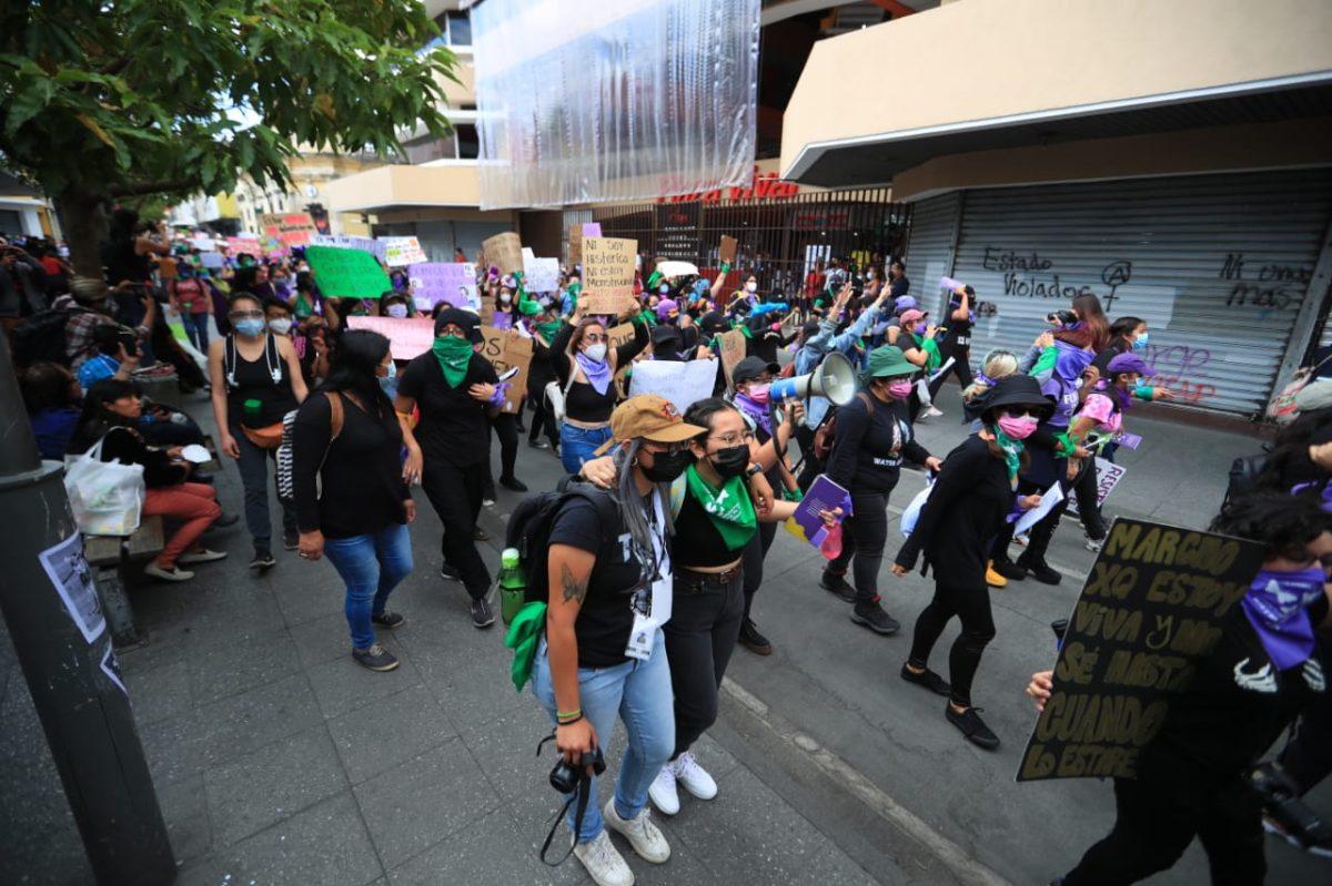 En imágenes: así transcurrió la marcha por el Día Internacional de la Mujer