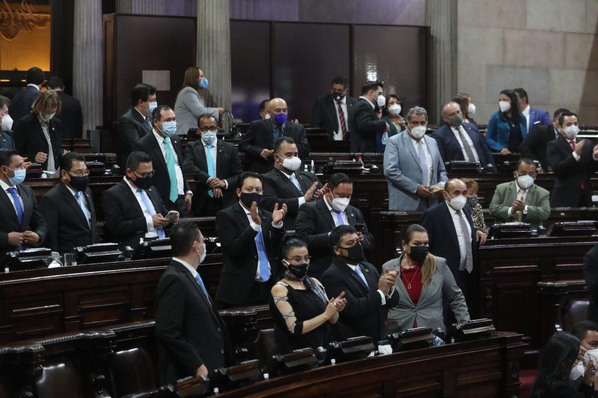 Verificamos por usted: ¿Los funcionarios de Guatemala tienen los salarios más altos de Centroamérica?