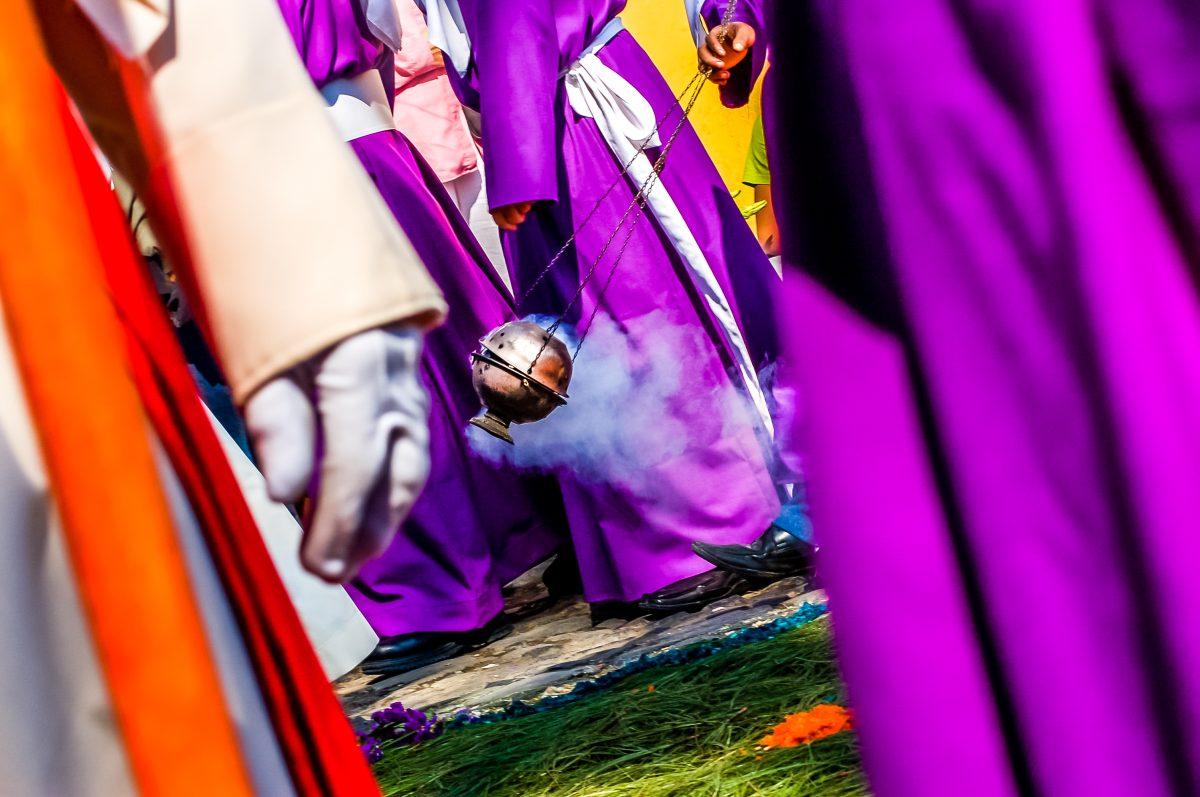 Anécdotas de procesiones, desde aguaceros, alfombras deshechas y balaceras