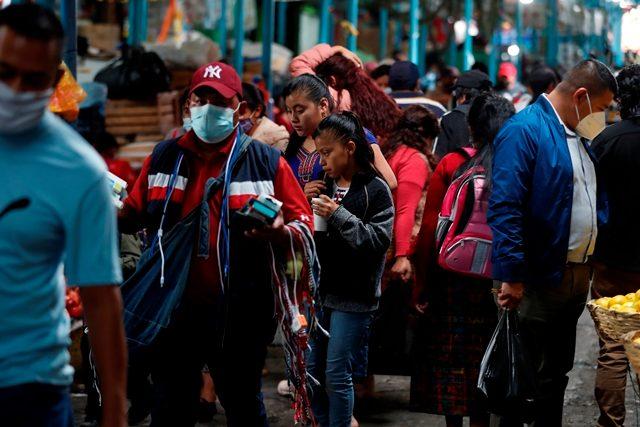 Algunas personas han dejado de usar mascarilla pese a las recomendaciones del Ministerio de Salud. (Foto Prensa Libre: Hemeroteca PL)
