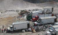 Decenas de camiones con desechos ingresan al vertedero de Amsa, los recolectores se vieron afectados en sus labores por la acumulaci—n de desechos por incendio en el vertedero de Amsa.    Fotografia. Erick Avila:       12/02/2021