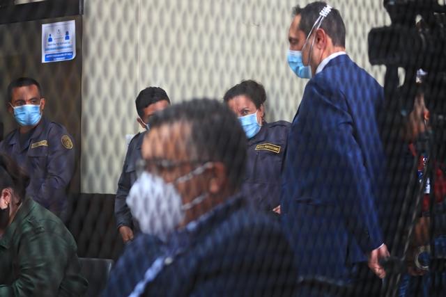 Murphy Paiz y Estuardo Gálvez en el Juzgado de Mayor Riesgo D. (Foto: Carlos Hernández)
