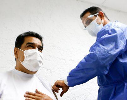 """""""No siento ningún tipo de 'skalosky', ni 'fiebrasky'"""": Maduro recibe vacuna rusa contra el coronavirus"""
