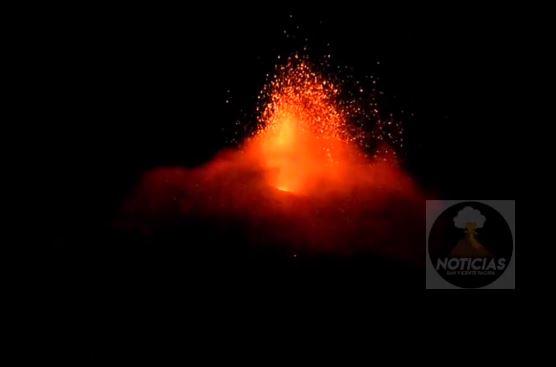 Imagen muestra actividad del Volcán de Pacaya. (Foto Prensa Libre: Tomada de video de Noticias San Vicente Pacaya)