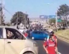 Paso complicado en el km 38 de la ruta al Pacífico por manifestación. (Foto Prensa Libre: PMT de Villa Nueva)