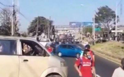Manifestación impide paso de vehículos en la ruta al Pacífico con dirección al sur