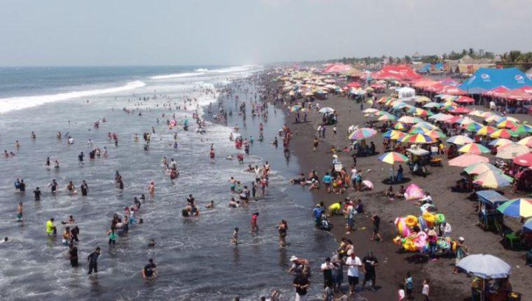 La playa del Puerto San José es una de las más visitadas en Semana Santa. (Foto Prensa Libre: Fernando Cabrera)