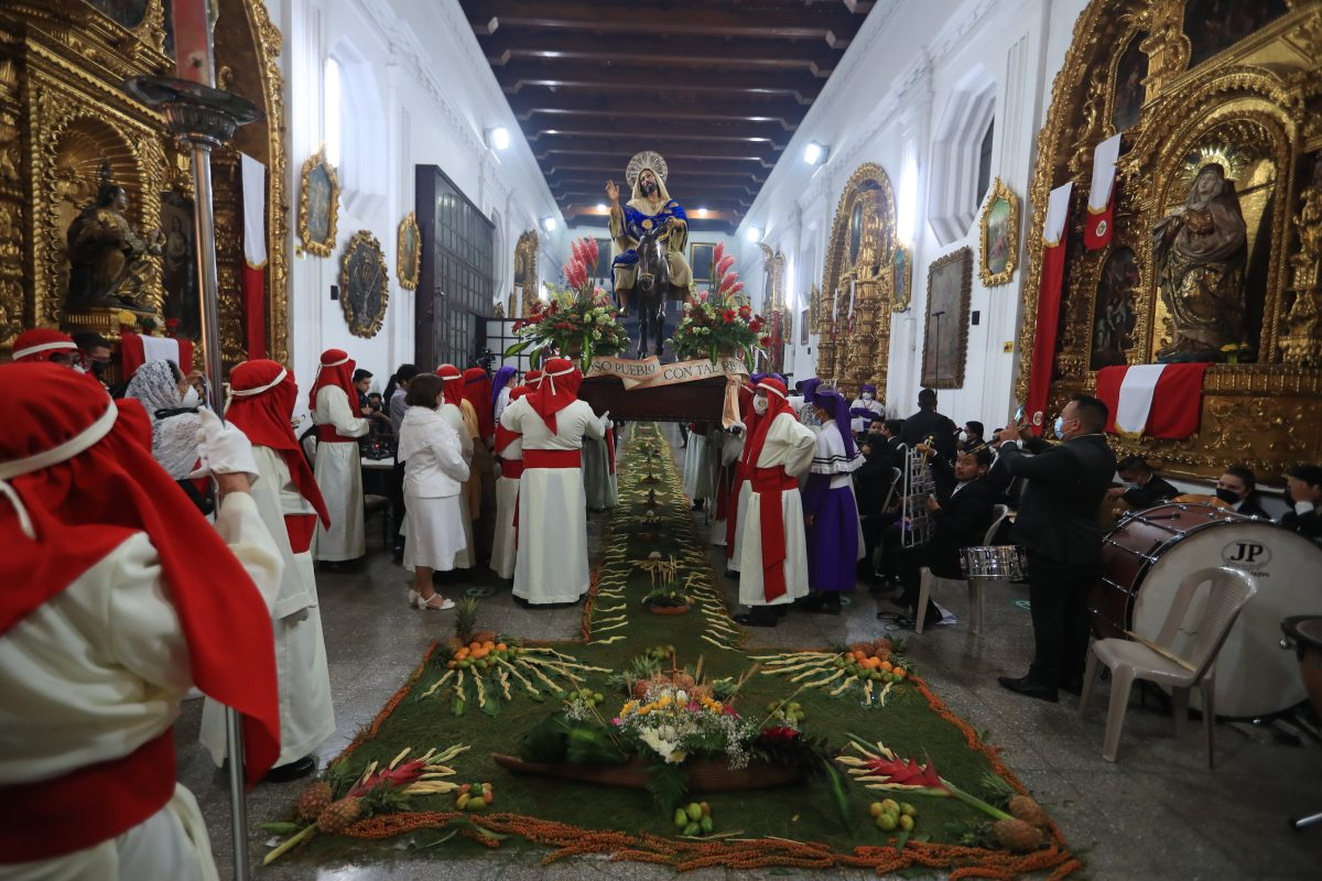 Libro presenta nuevas narrativas de la Semana Santa guatemalteca