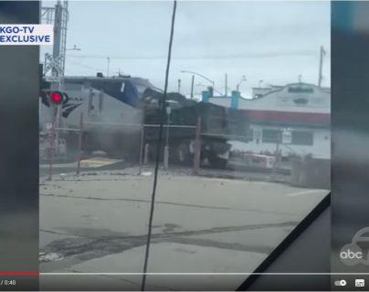 Video: tren con 111 pasajeros choca con camión que era pilotado por un hispano en Oakland, California