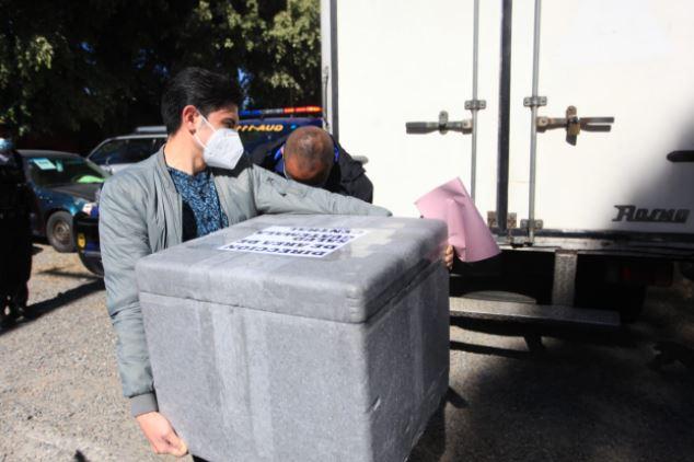 La vacuna donada por India es distribuida en Guatemala. (Foto Prensa Libre: Byron García)