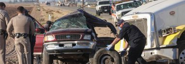 Al menos 13 personas perdieron la vida en un accidente de tránsito en California. (Foto Prensa Libre: EFE)