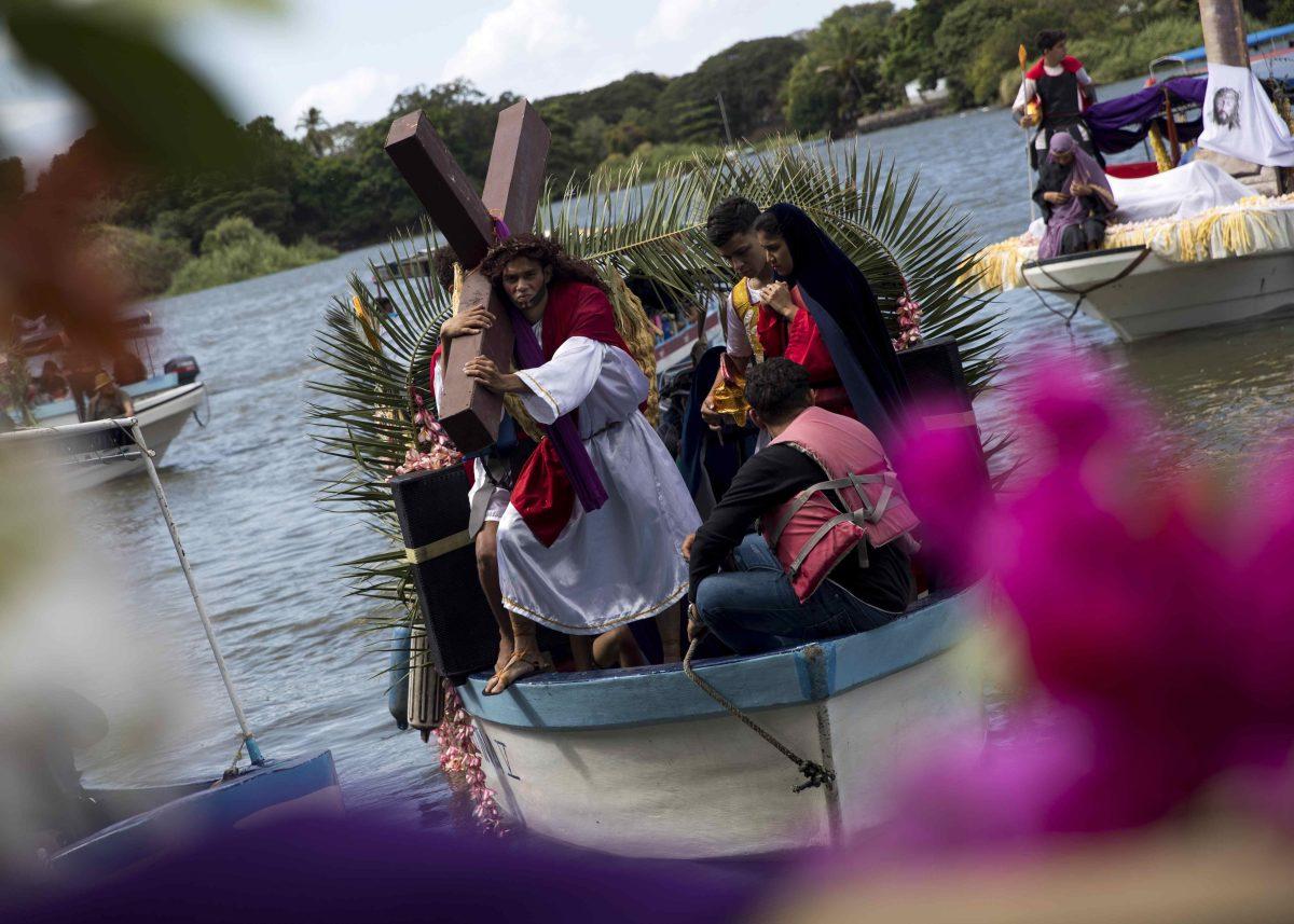 """Fotogalería: celebran """"Viacrucis acuático"""" en Nicaragua, sin religiosos ni multitudes"""