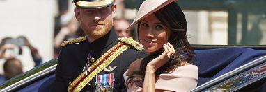 Meghan Markle y su esposo el príncipe Enrique brindaron una entrevista y revelaron interioridades de la familia real (Foto Prensa Libre: AFP)