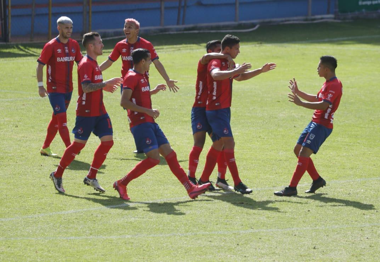 José Martínez marca su primer gol en el Clausura en el triunfo de Municipal contra Cobán