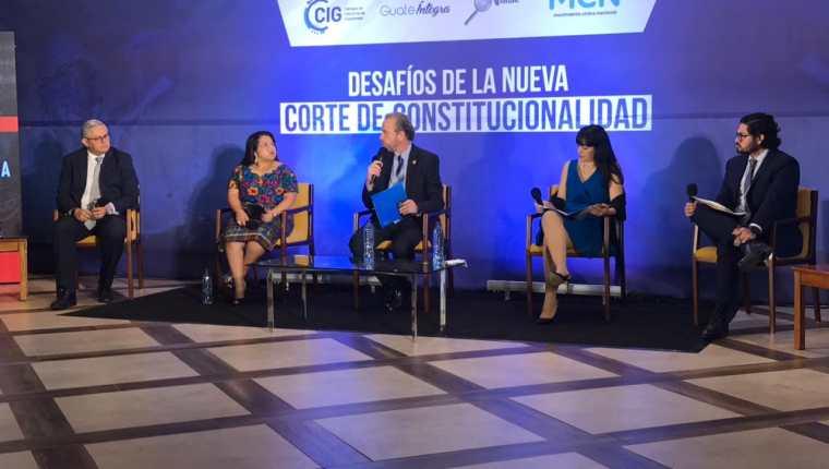 Los panelistas destacaron que la próxima Corte de Constitucionalidad debe garantizar su independencia. Fotografía: Cortesía.