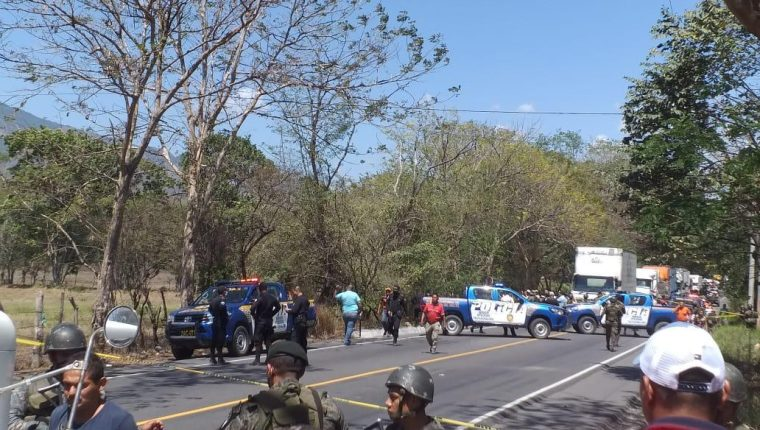 Al menos dos hombres murieron y una persona quedó herida durante el enfrentamiento. Foto Prensa Libre: Cortesía.