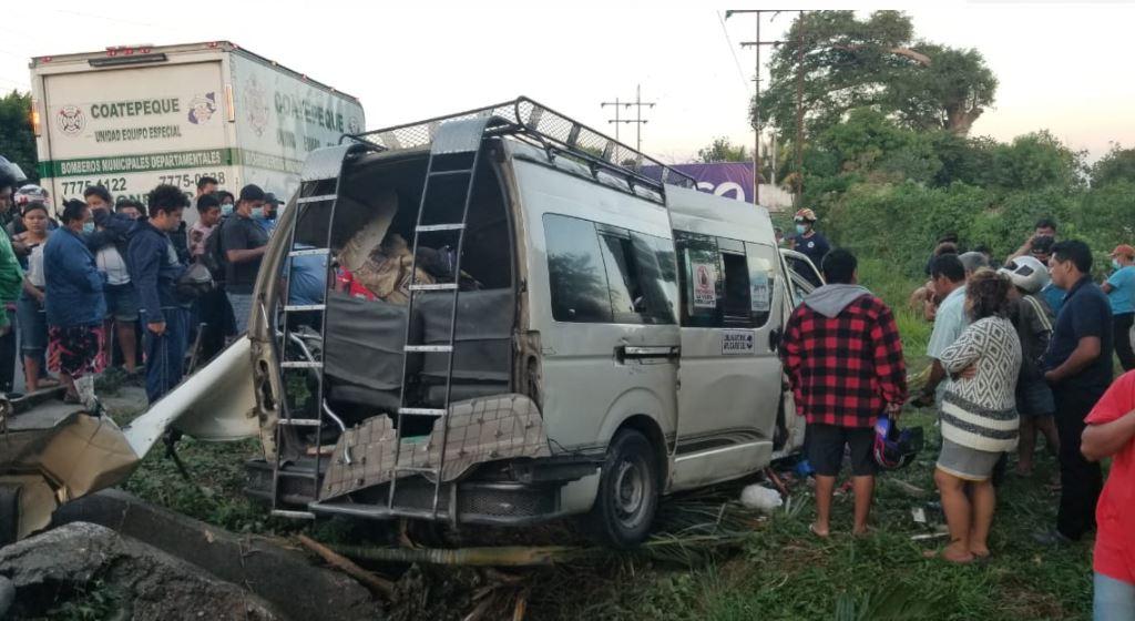 Cuatro muertos, entre ellos una niña de 2 años, deja un accidente de tránsito entre microbús y camión e Coatepeque