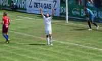 Agustín Herrera festeja el gol del 3-3 en Iztapa. (Foto Prensa Libre: Cortesía Byron Mendoza)
