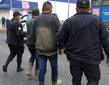 Padre  e hijo detenidos por la muerte de tres personas.