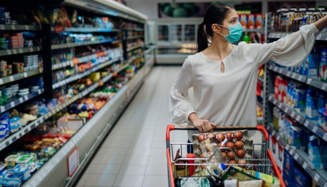 Los productos de más US$2 van ganando compradores y participación, impulsado por los sectores de alimentos básicos, lácteos, higiene personal, proteína y congelados, bebidas no alcohólicas. (Foto PL: Shutterstock)