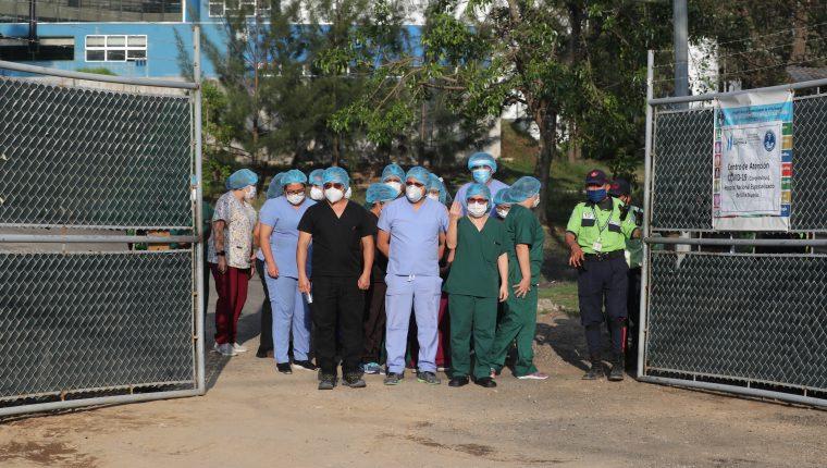 Médicos del hospital de Villa Nueva, especializado para atender pacientes graves de covid-19. (Foto: Hemeroteca PL)