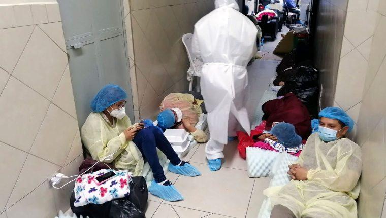 Entre mayo y agosto del año pasado, se vivió la primera gran ola del coronavirus en Guatemala que desbordó los hospitales. (Foto Prensa Libre: Hemeroteca PL)