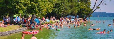 Disfrutar el sol o el agua al aire libre no representa mayor riesgo, si se mantiene la distancia y se lleva mascarilla.